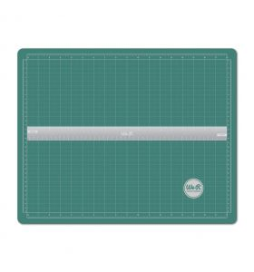 We R Memory Keepers magnetic cutting mat + ruler