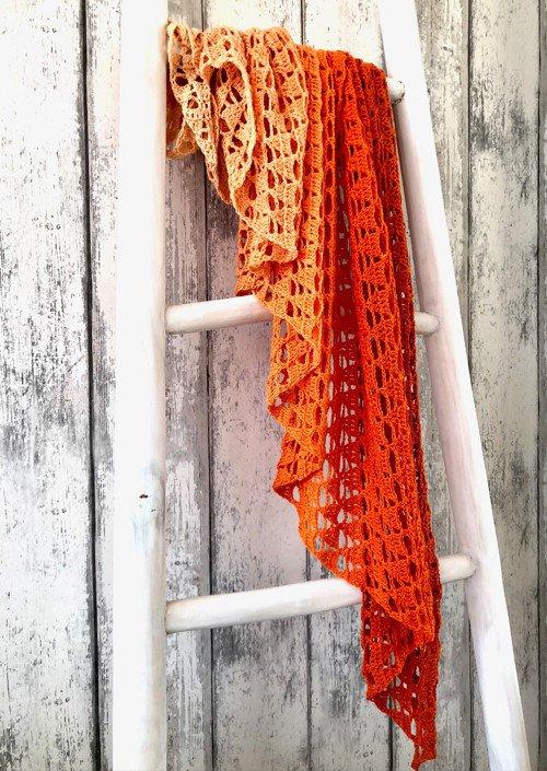 dip-dye-pyramide-shawl-scheepjes-whirl-ombre